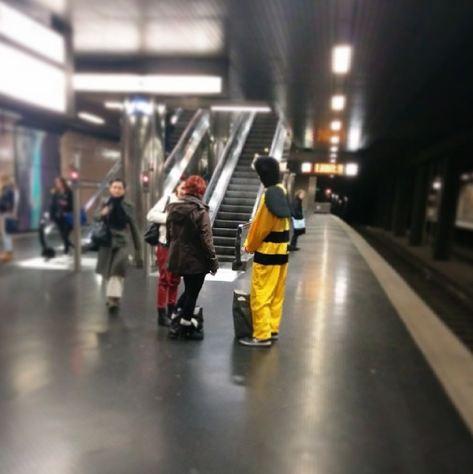 Altweiber Düsseldorf Rheinland U-Bahn Heinrich-Heine-Allee Biene