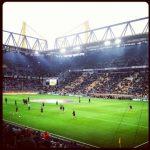 BVB Borussia Dortmund Westfalenstadion Aufwärmprogramm VfB Stuttgart Norbert Dickel Tribübne