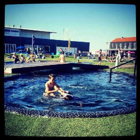 Bruinisse Jachthaven Yachthafen Segelschiff Badespaß Schwimmbecken Zeeland Niederlande Holland