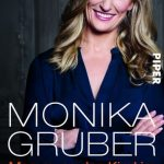 Cover Rezension Monika Gruber Man muss das Kind im Dorf lassen
