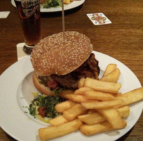 Dorint Winterberg Sauerland Dorfschänke Ritti`s Dorfschänkenburger Hamburger
