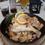 Fangfrische Flunderpfane frisch gebraten mit Shrimps und Bratkartoffeln Restaurant Zur Kajüte Sellin