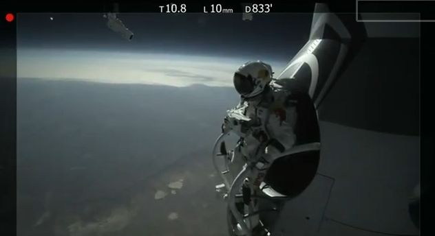Felix Baumgartner's Test Jump - Red Bull Stratos - YouTube Screenshot