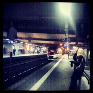 Hauptbahnhof Düsseldorf Mitternacht S-Bahn S28