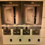 IKEA Düsseldorf Erfrischungsschränkchen Toilette WC Kondom Mundspray Zahnbürste