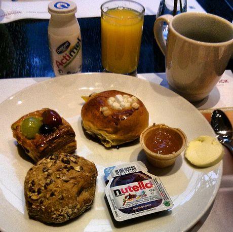 Mövenpick Hotel an der Frankfurt Messe süßes Frühstück