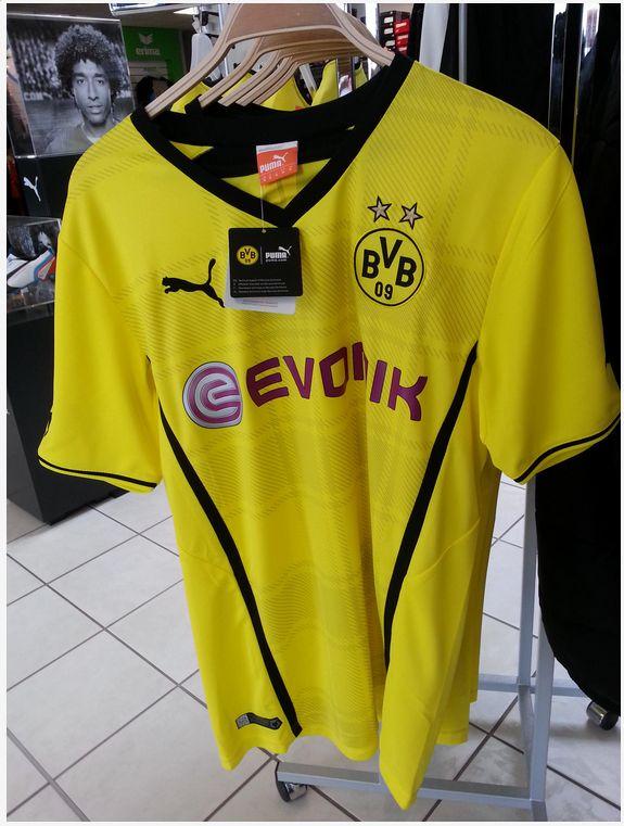Quelle: http://www.soccer-fans.de/borussia-dortmund/53557-neues-bvb-puma-heim-trikot-2013-2014-a.html