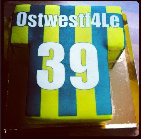 Produkttest Test Torte Fußballtrikot Borussia Dortmund BVB deineTorte.de komplett