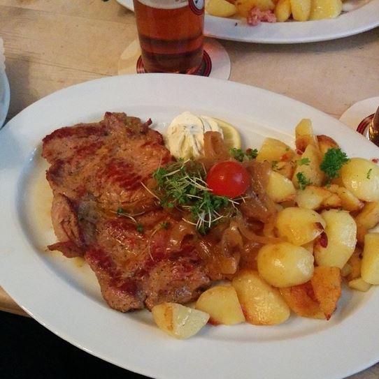 Schweinesteak Holzfäller Art Füchschen Alt Brauerei Düsseldorf Altstadt
