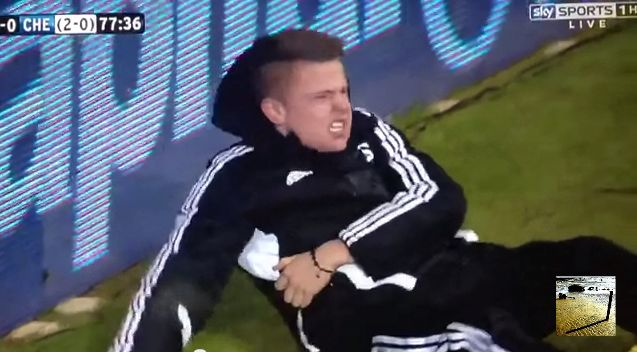 Screenshot Football Fußball SHOCKING Must watch! Hazard Gets Red Card Kicking Swansea Ball Boy ! YouTube