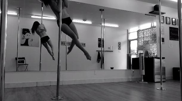 Screenshot YouTUbe Video Pole-Dancing in Slowmotion