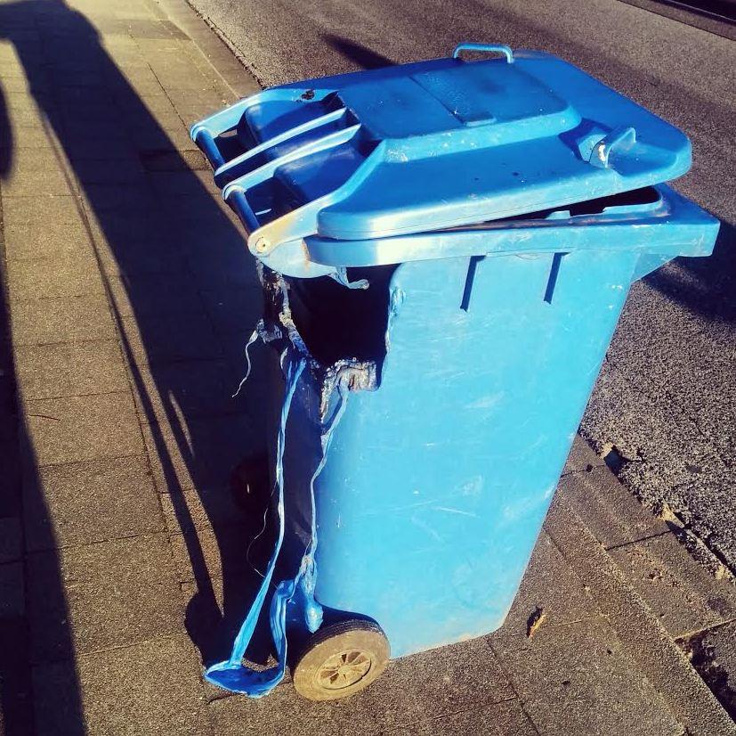Vandalismus Kleinenbroich Altpapier Blaue Tonne