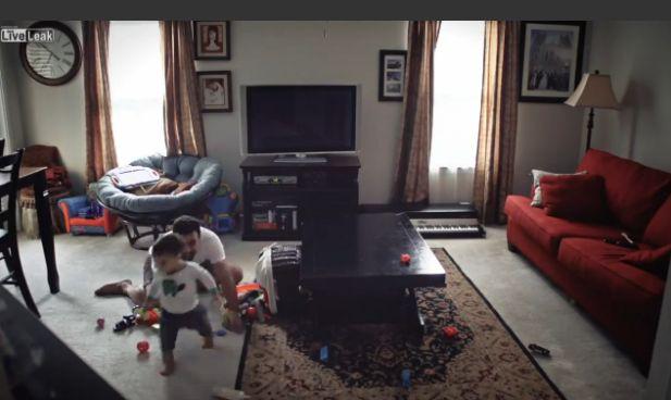Video Screenshot Allein zu Haus mit Papa